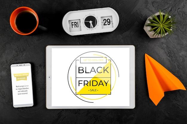 Het zwarte concept van het vrijdagmodel op bureau Gratis Psd