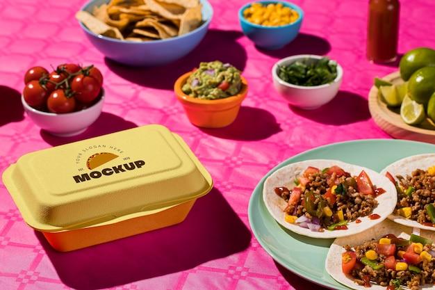 Hoge hoek heerlijke taco's op plaatmodel Gratis Psd
