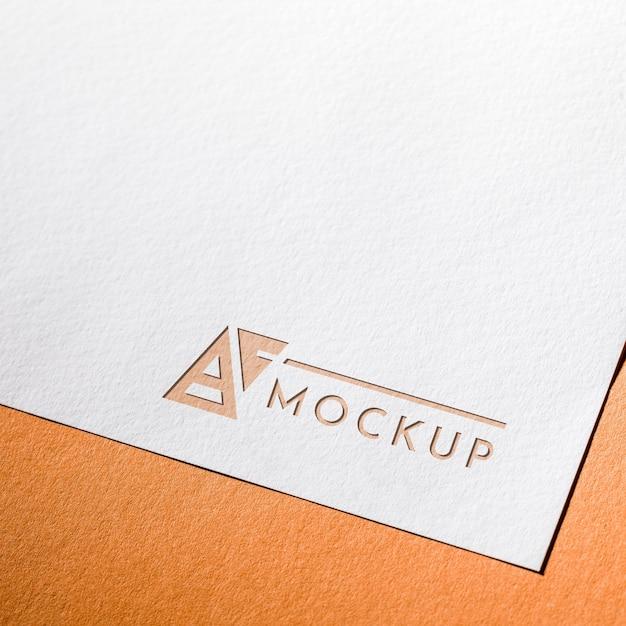 Hoge hoek van zakelijke mock-upkaart op grof papier Gratis Psd