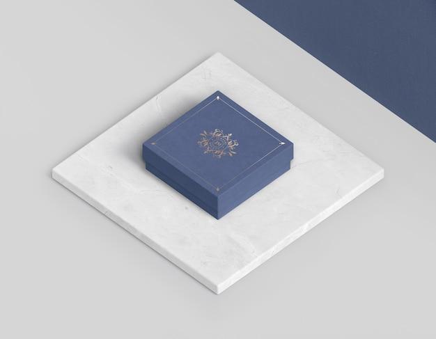 Hoge weergave van blauwe gesloten doos voor sieraden Gratis Psd