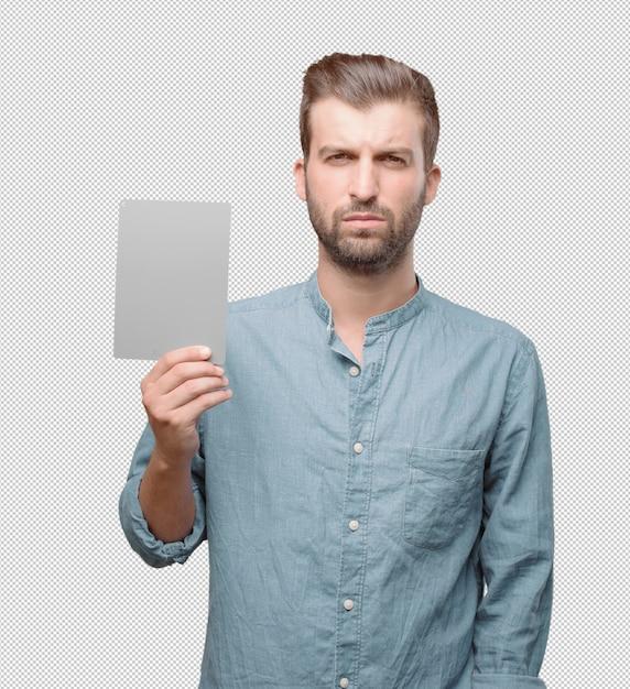 Hombre atractivo joven enseñando tarjeta PSD Premium