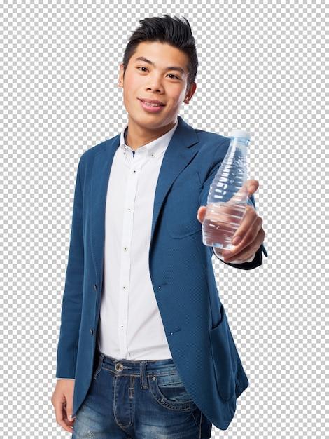 Hombre chino que sostiene el agua PSD Premium