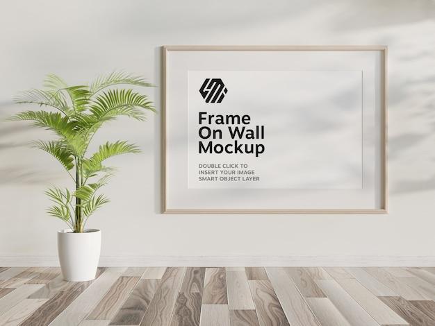Houten frame opknoping op muur mockup Premium Psd
