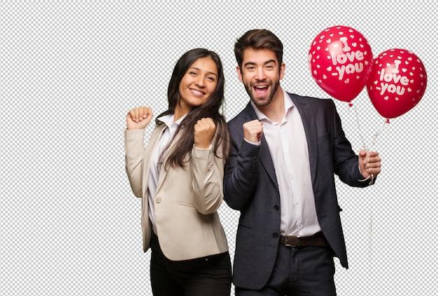 Jong koppel in valentijnsdag dansen en plezier hebben Premium Psd