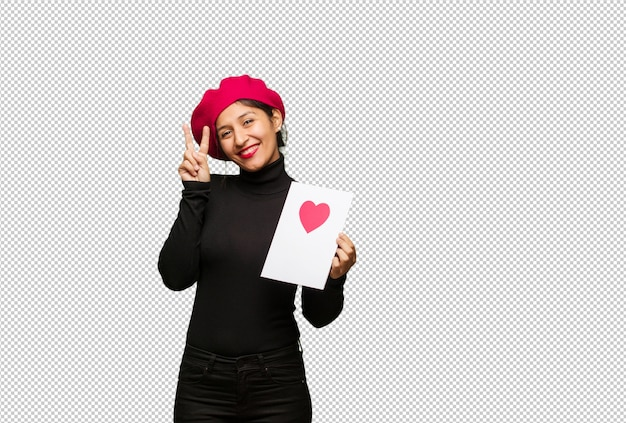 Jonge vrouw in valentijnsdag plezier en gelukkig doet een gebaar van de overwinning Premium Psd