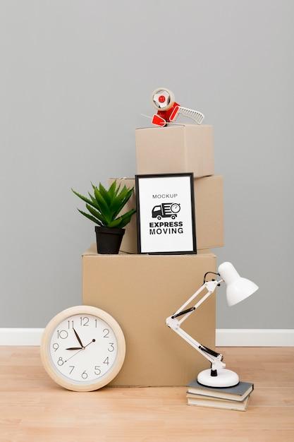 Kartonnen dozen klaar om te worden verplaatst Gratis Psd