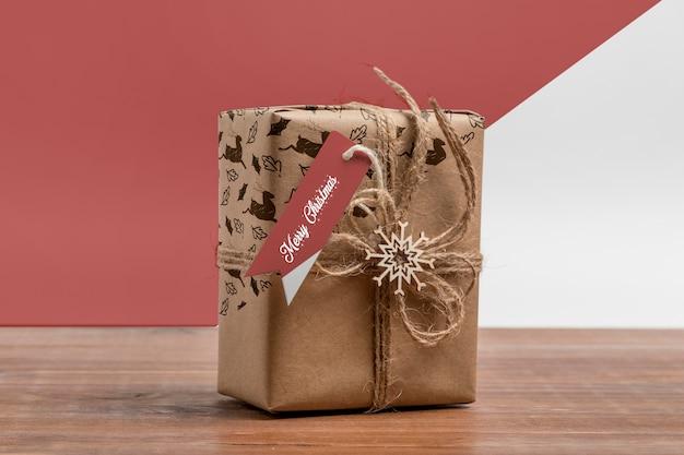 Kerstcadeau met label mockup Gratis Psd