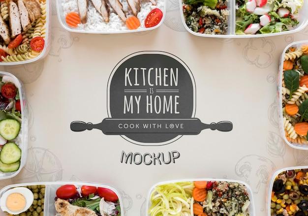 Keukenmodel met heerlijk eten Premium Psd