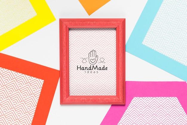 Kleurrijk handgemaakt frame met mock-up Gratis Psd