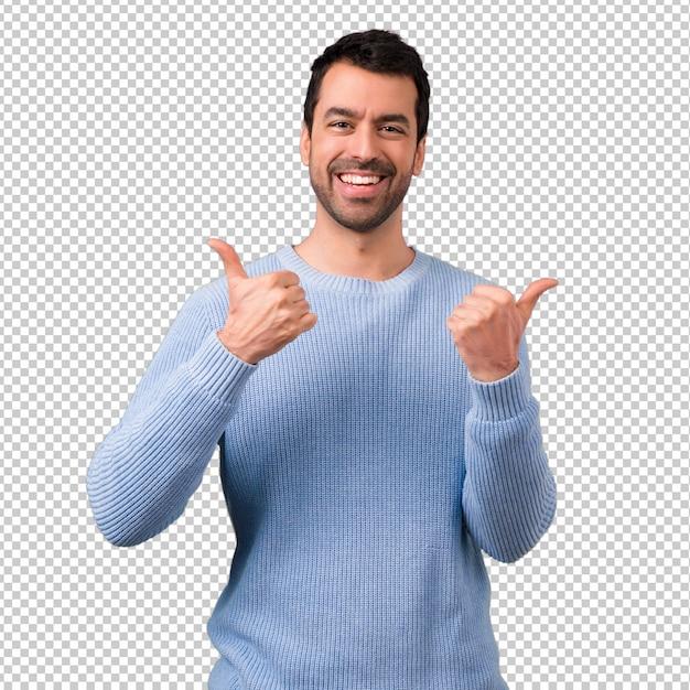 Knappe mens die duimen op gebaar en het glimlachen geeft Premium Psd