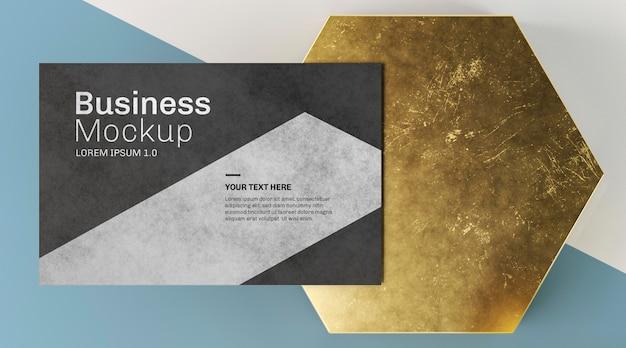 Kopieer ruimte visitekaartje en abstracte gouden vorm Gratis Psd