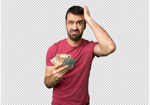 L'uomo prende un sacco di soldi con un'espressione di frustrazione e non comprensione Psd Premium