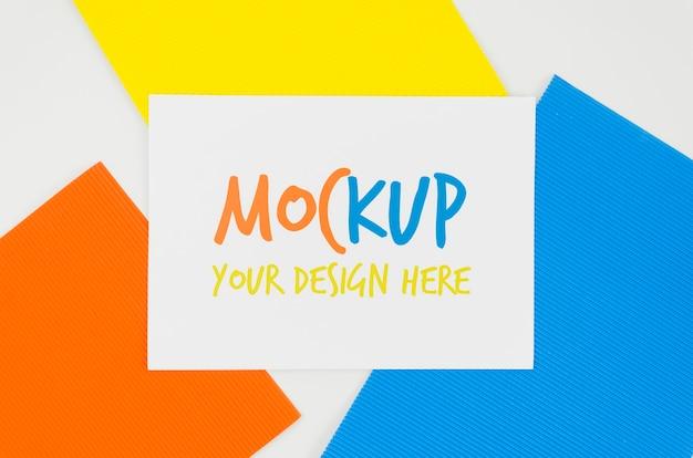 Lagen van kleuren mock-up ontwerp Gratis Psd