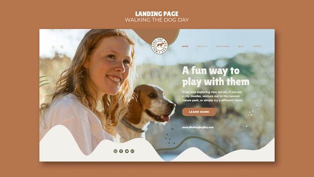 Landingspagina wandelen met de hondendagsjabloon Gratis Psd