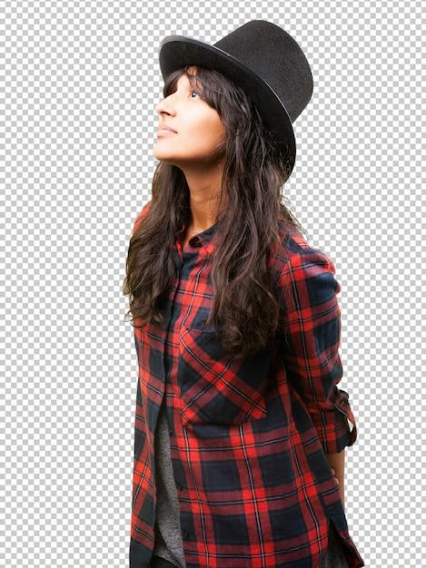 Latijns-meisje draagt een hoge hoed Premium Psd
