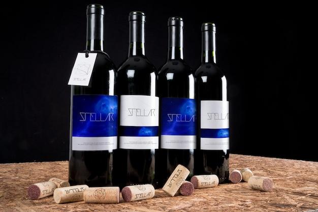 Le bottiglie di vino mock up di progettazione Psd Premium