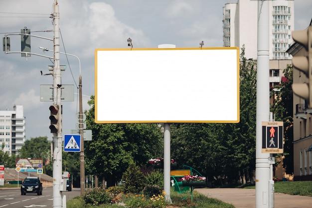 Leeg reclamebord in de stad Gratis Psd