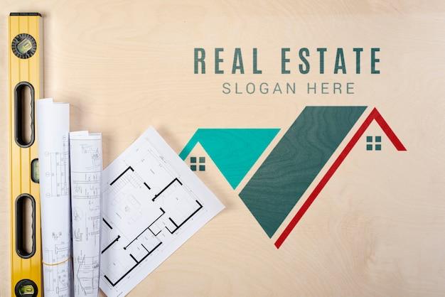 Lema inmobiliaria con planos de construcción PSD gratuito