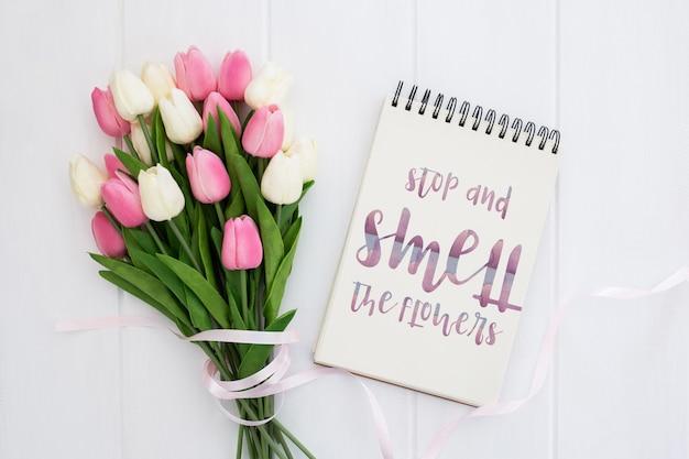 Leuk bericht op het concept van de notitieboekjelente Gratis Psd