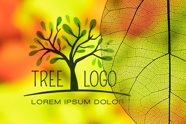 Logo de árbol con hojas translúcidas PSD gratuito