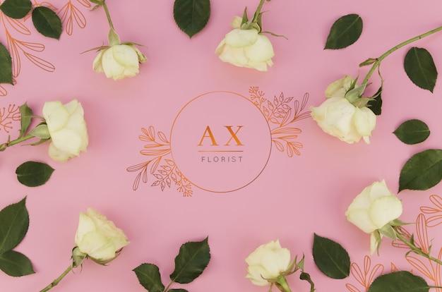 Logo bloemist ontwerp met rozen Gratis Psd