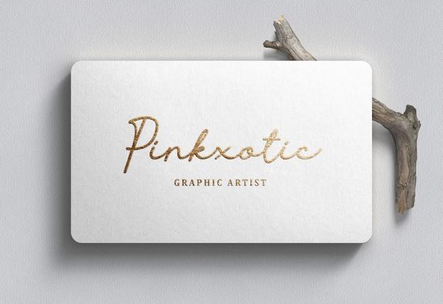 Logo mockup op wit visitekaartje Premium Psd