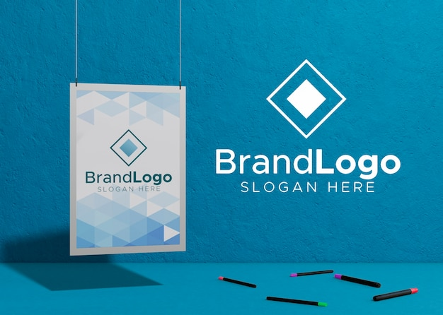 Logotipo de la marca empresa papel de maqueta comercial PSD gratuito