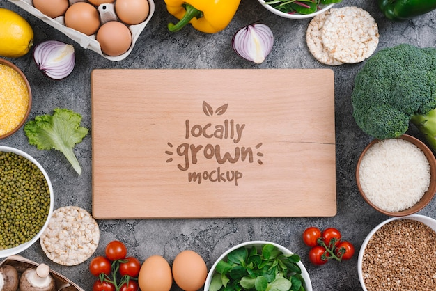 Lokaal geteelde mockup voor veganistisch eten Gratis Psd