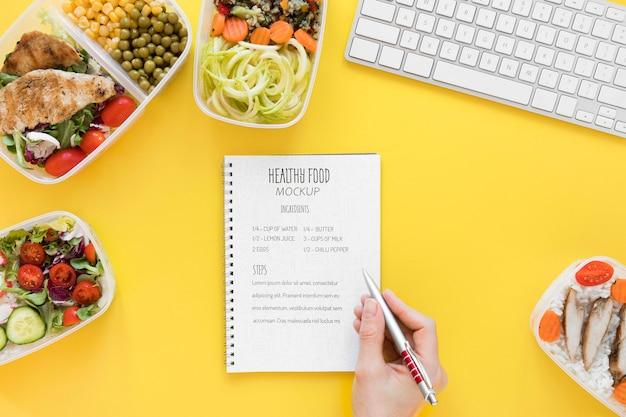 Maaltijd voorbereiding notebook mock-up Gratis Psd
