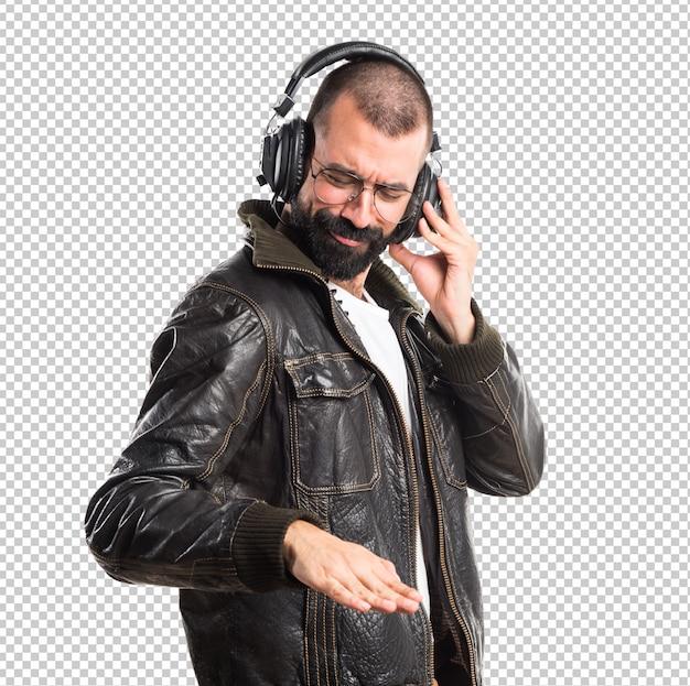 Man draagt een lederen jas luisteren muziek Premium Psd