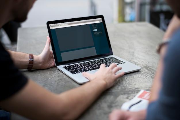 Man notebook laptop Psd Gratuite