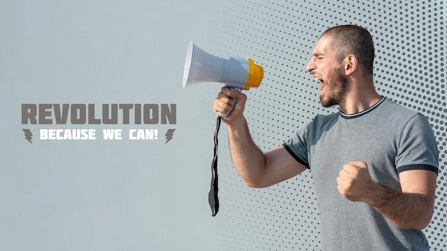 Manifestante arrabbiato che grida tramite il megafono Psd Gratuite