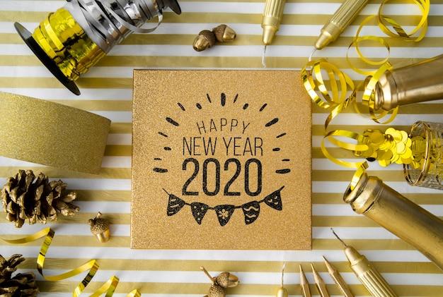 Maqueta de accesorios de fiesta de año nuevo dorado PSD gratuito