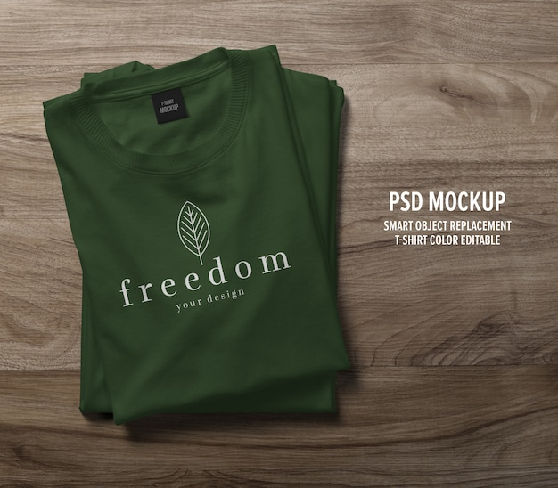 Maqueta de camiseta realista doblada PSD Premium