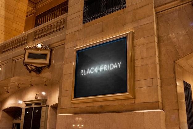 Maqueta de cartelera de viernes negro de neón PSD gratuito