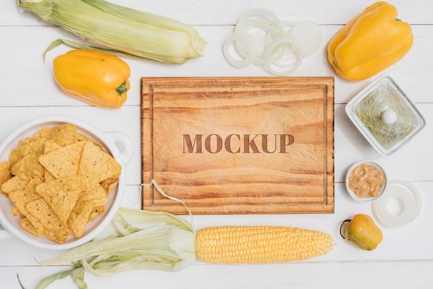 Maqueta de comida sana de maíz y pimiento PSD gratuito