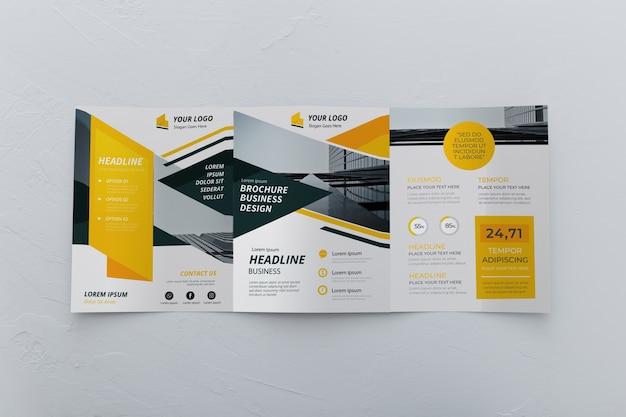 Maqueta de concepto de folleto tríptico PSD gratuito