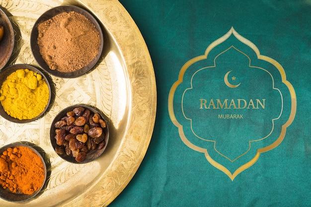 Maqueta flat lay de ramadan para logo PSD gratuito