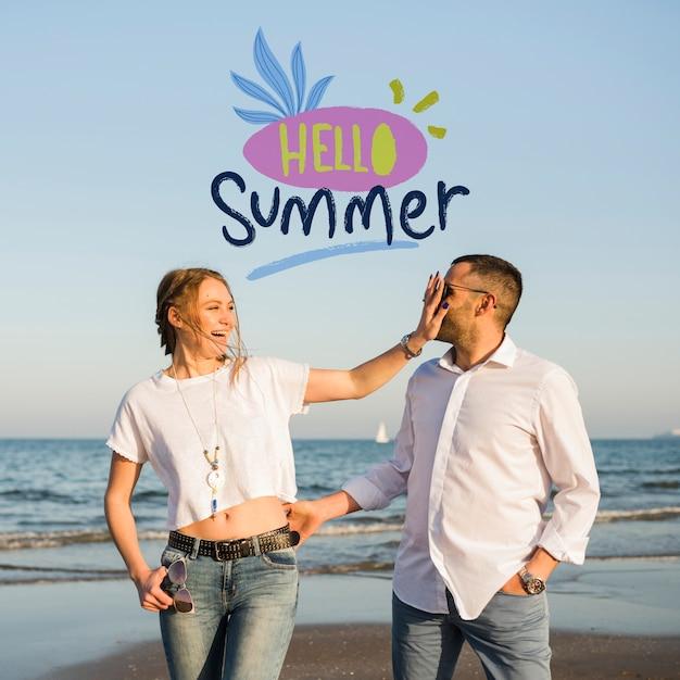 Maqueta hola verano pareja PSD gratuito