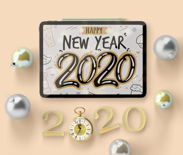 Maqueta de ipad de año nuevo con decoraciones PSD gratuito