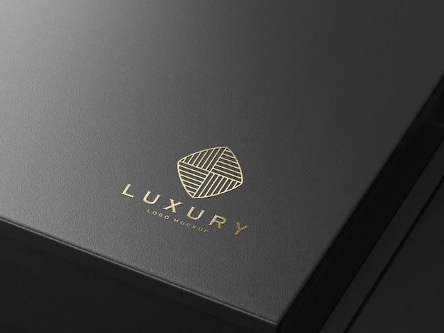 Maqueta de logotipo de lujo en relieve de oro realista PSD Premium