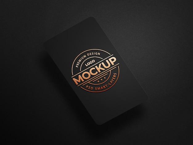 Maqueta de logotipo de lujo en tarjeta de visita negra PSD Premium