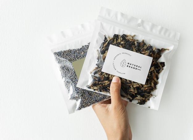 Maqueta de marca y envasado de té orgánico. PSD gratuito