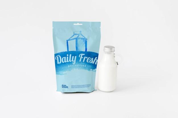 Maqueta de packaging de leche PSD gratuito