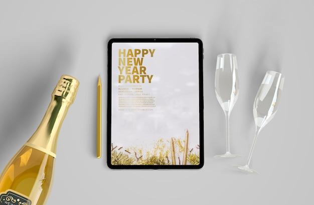 Maqueta de tableta con concepto de año nuevo PSD gratuito