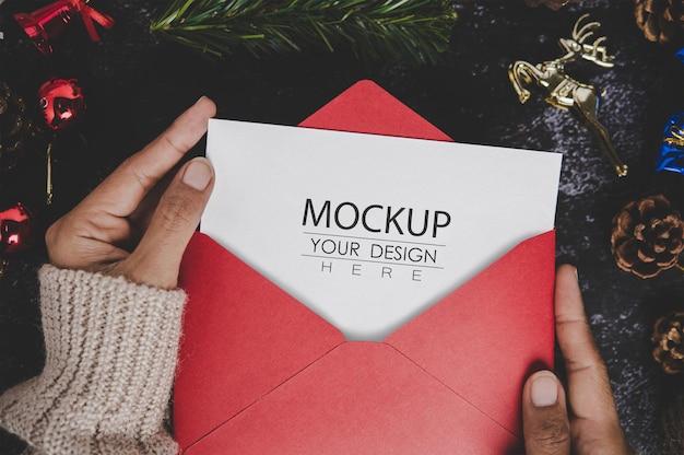 Maqueta de tarjeta de felicitación de feliz navidad PSD gratuito
