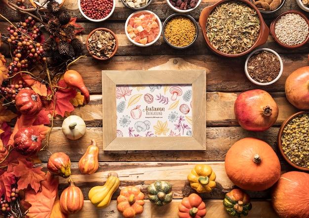 Marco de fondo otoño rodeado de alimentos de otoño PSD gratuito