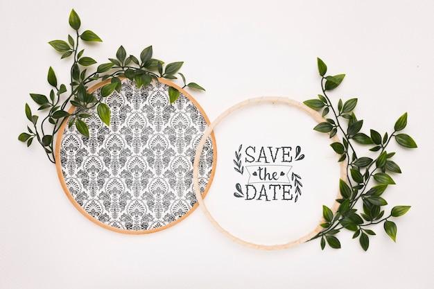 Los marcos circulares con hojas guardan la maqueta de la fecha PSD gratuito