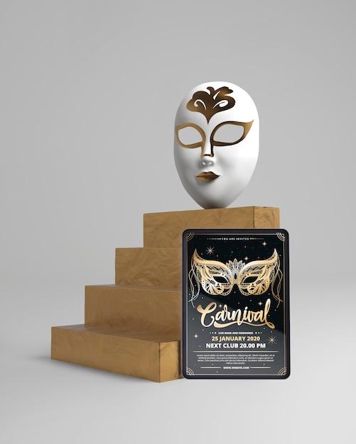 Máscara en escaleras y maqueta de póster de carnaval PSD gratuito