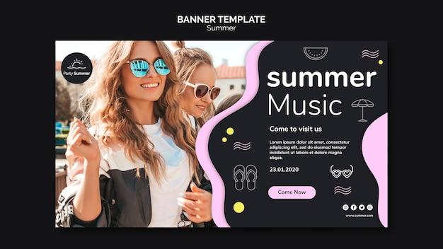 Meisjes in de sjabloon van de banner van de zomerzon Gratis Psd